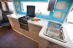 Sunliner 5th Wheeler 5N593 -kitchen
